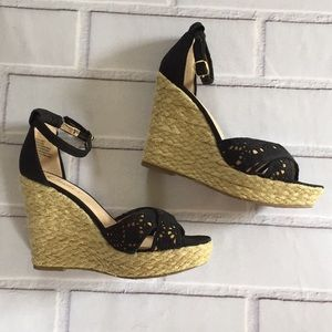 🎉NEW LISTING!🎉Candie's wedges